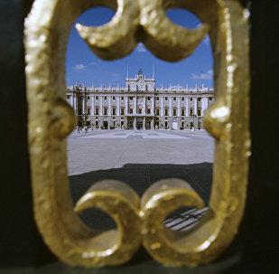 Вид на дворец Риал, Мадрид, Испания