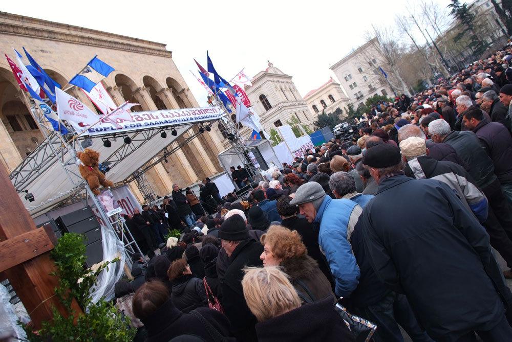 митинг сторонников оппозиции у парламента