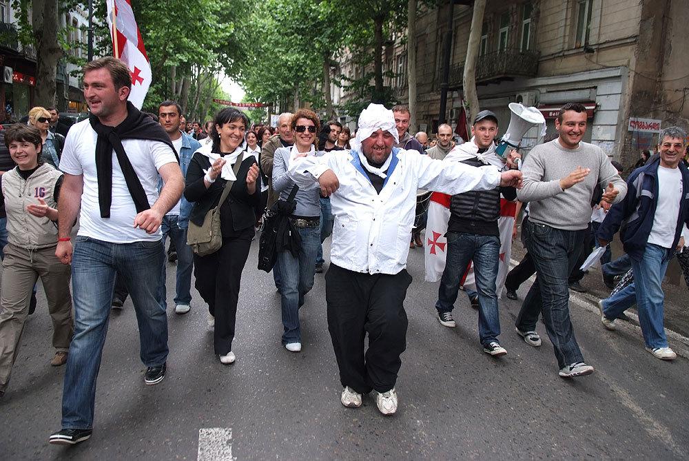 шествие сторонников оппозиции