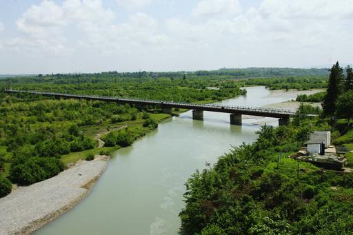 Мост на реке Ингури, Абхазия, Грузия.