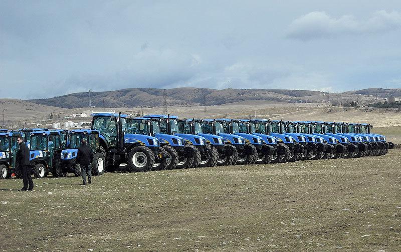 сельскохозяйственная техника, трактора, комбайны