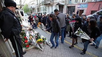 траурная акция у посольства Польши
