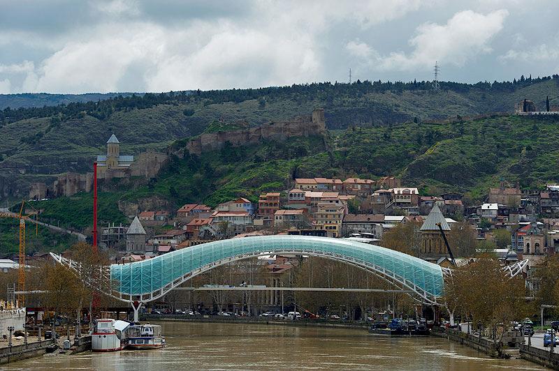 строительство нового пешеходного моста через Куру, Тбилиси
