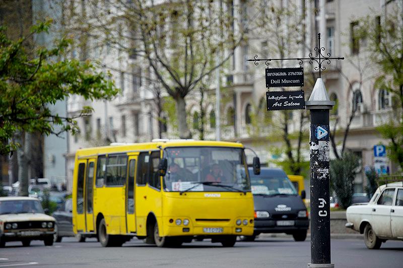 улицы Тбилиси, пассажирский автобус