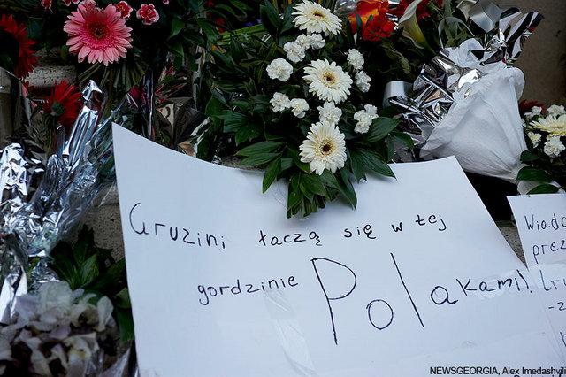 Траурная акция в у Посольства Польши.