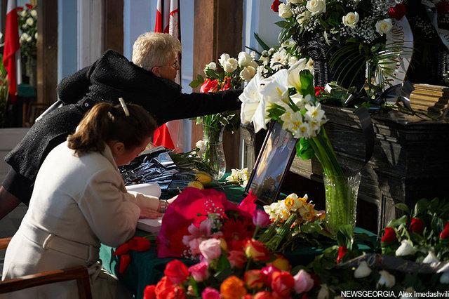 Подписание книги соболезнований Посольству Польши.