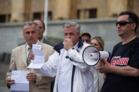 акция адвокатов у здания парламента