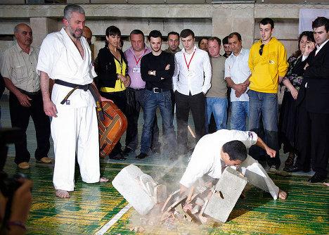 Гиоргий Басилашвили - показательные выступления, каратэ