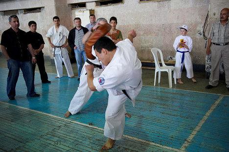 Гиоргий Басилашвили - показательные выступления, каратэ.