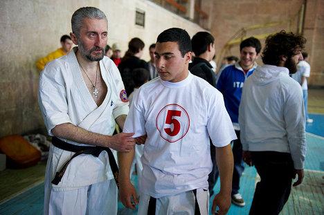 Гиоргий Басилашвили и его тренер и учитель, перед состязанием.