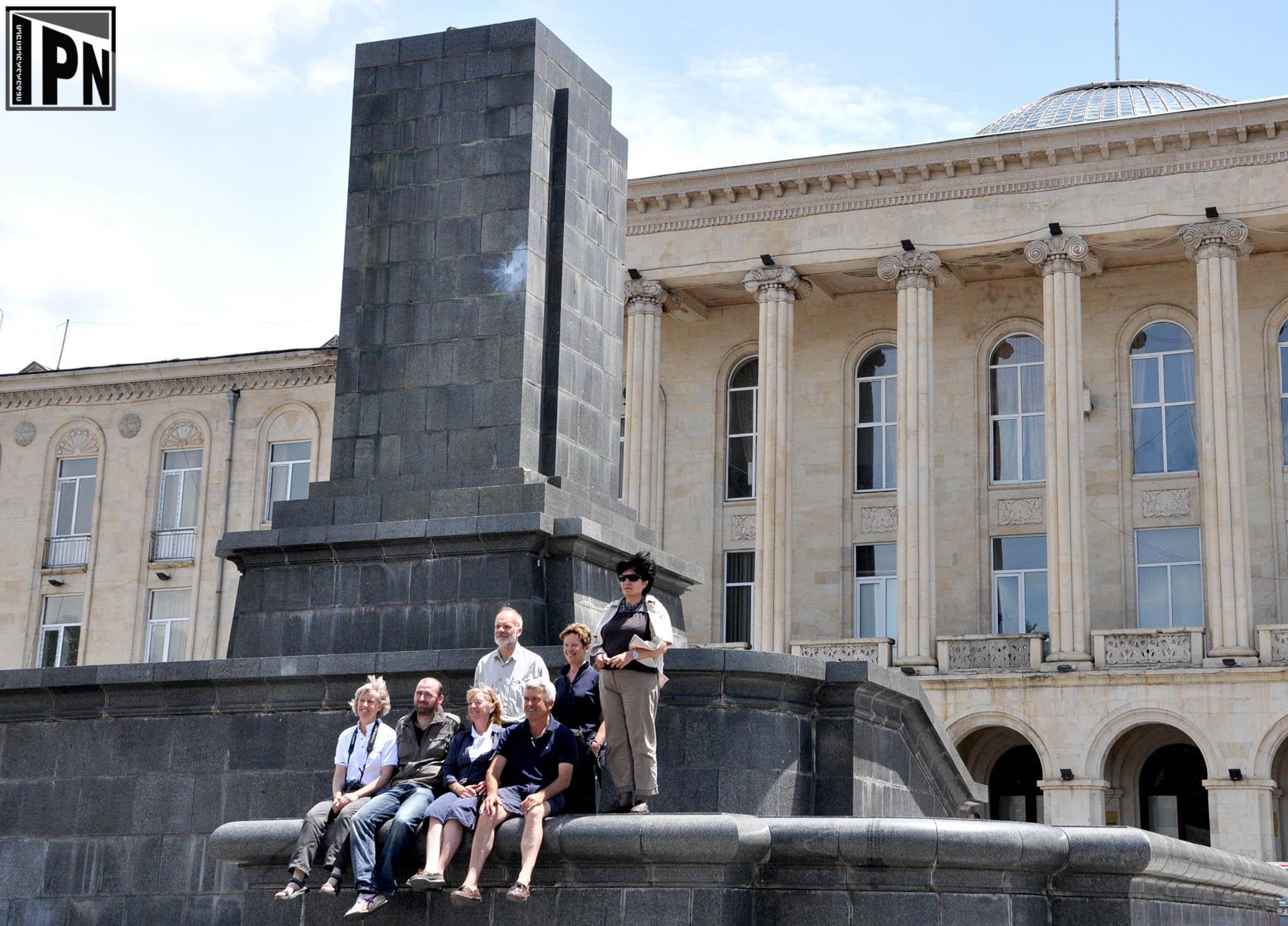 Демонтаж памятника Сталину