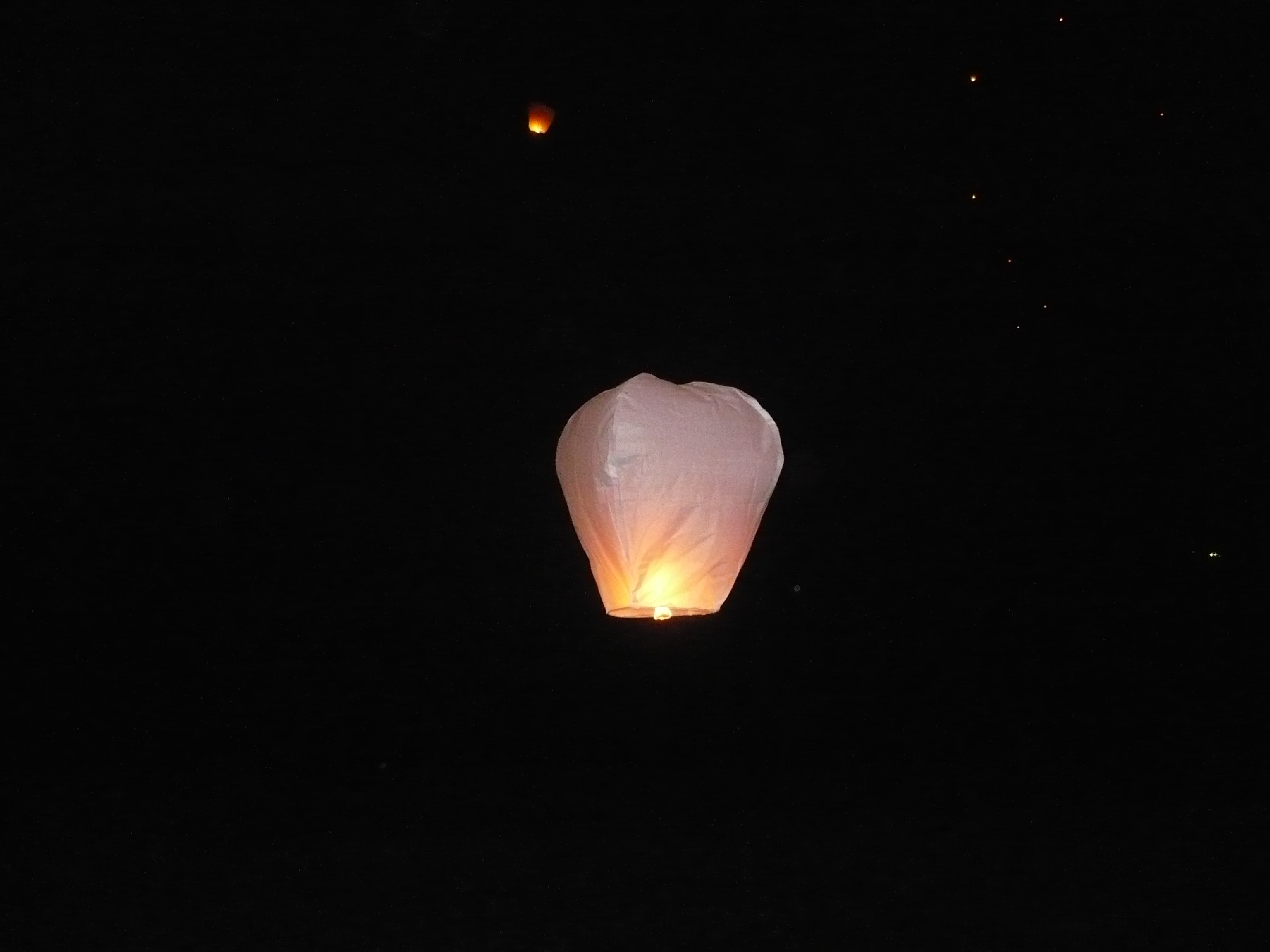 свечи в воздухе