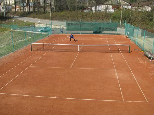 Теннисный корт на даче