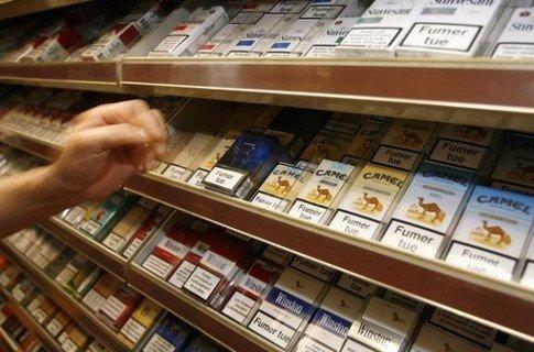 сигареты. прилавок