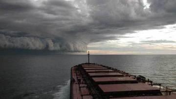 шторм на море ураган