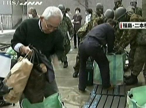 эвакуация населения из зон близ АЭС Япония