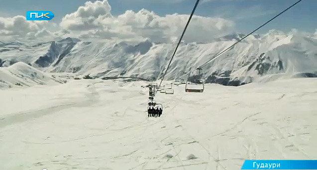 Гудаури снег горы горнолыжный курорт