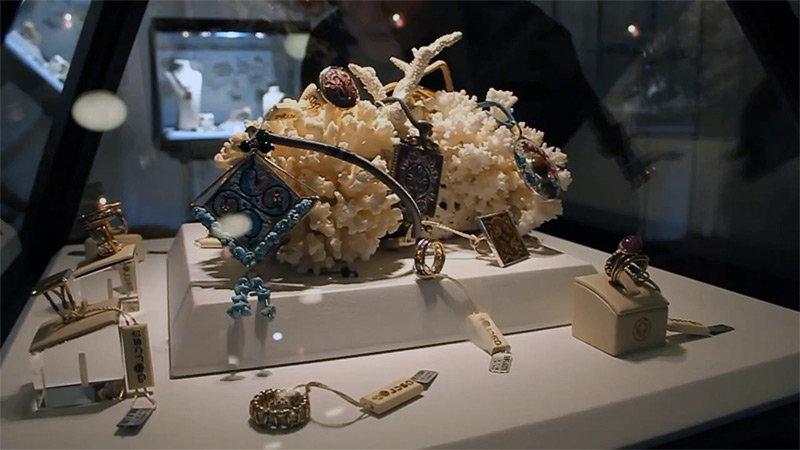 ювелирные украшения изделия из золота Покани