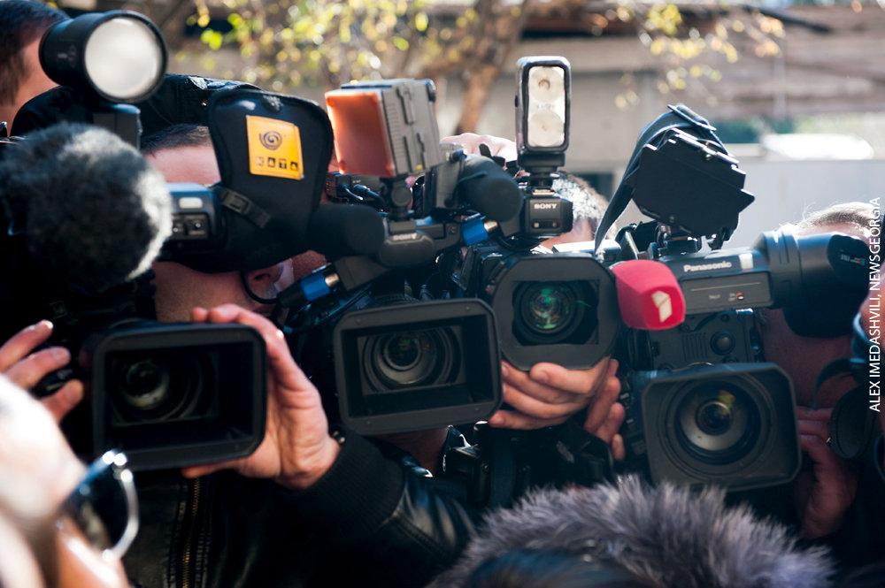 пресса СМИ телевидение журналисты