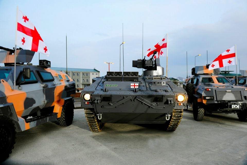 бронетехника БМП Лазика и БТР Дидгори