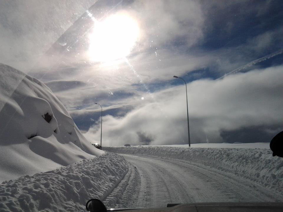 Гудаури снег зима дорога