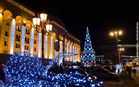 новогодняя елка у парламента