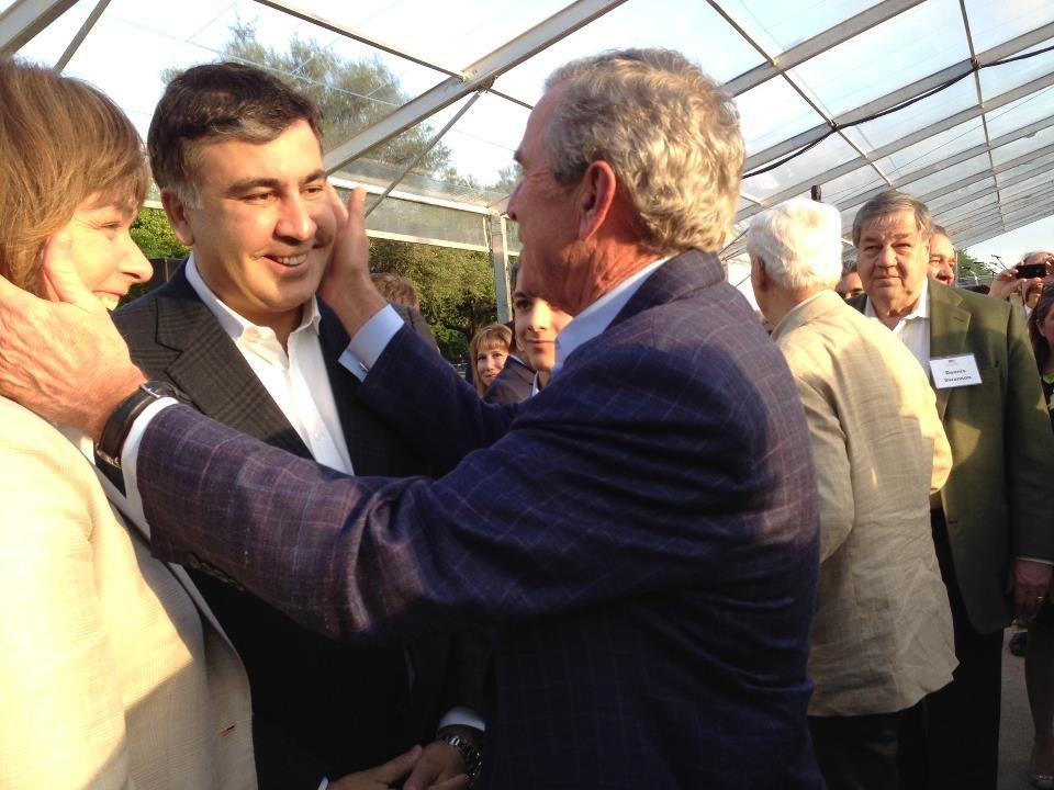 Джордж Буш, Михаил Саакашвили и Сандра Руловс