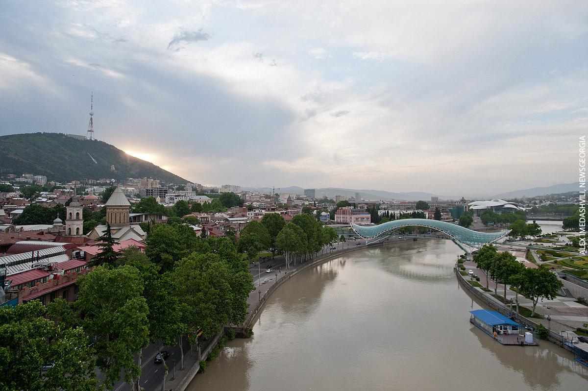 Тбилиси, весенний вечер