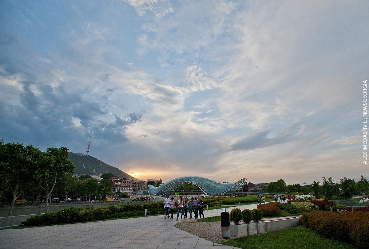 Тбилиси, небо, облака, весенний вечер