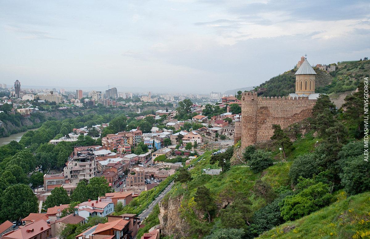 Тбилиси, вид на старый город с Нарикала