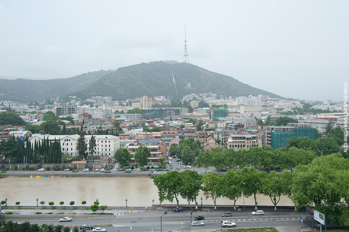 Тбилиси, облачно, день