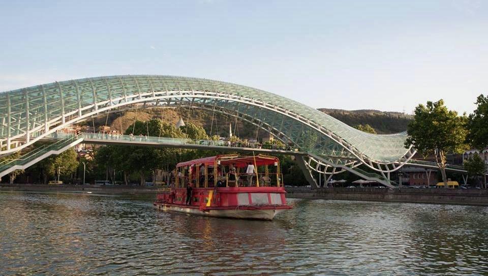экскурсионный катер в Тбилиси