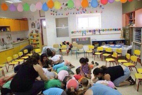 Детский сад на юге государства Израиль во время воздушной тревоги.