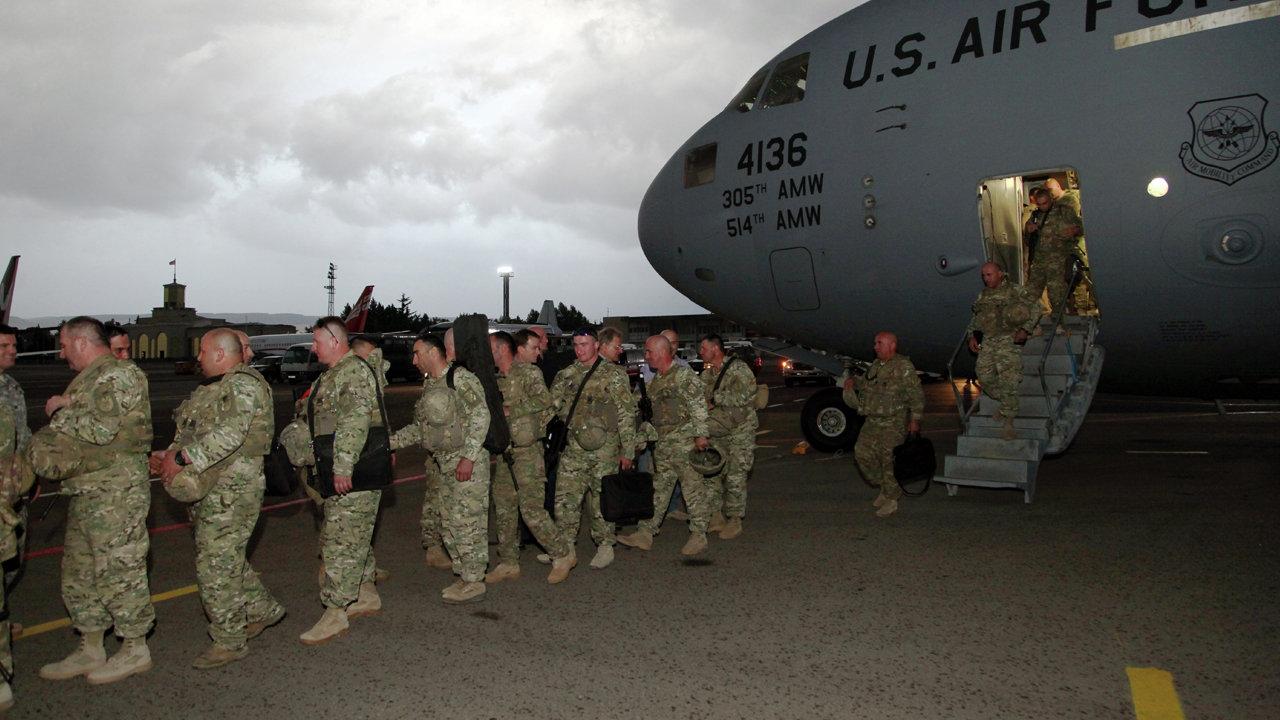 Грузинские военные возвращаются из Афганистана