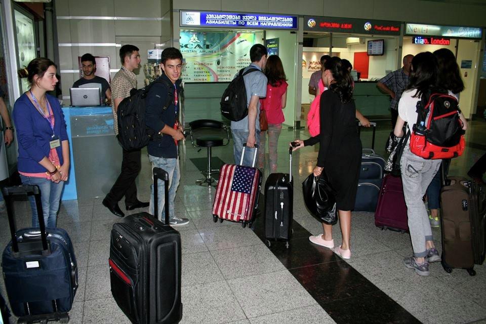 Грузинские школьники отправились на обучение в Великобританию