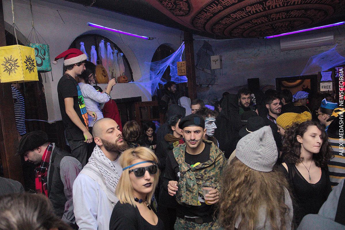Женщины развлекаются в ночных клубах фото 768-375