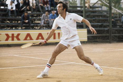 Первая ракетка бывшего Советского союза, восьмикратный чемпион СССР, заслуженный мастер спорта СССР Александр Метревели. 1974 г.