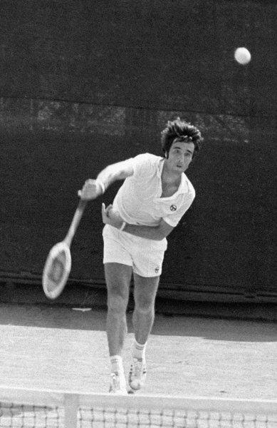 Теннисист Александр Метревели во время матча. 1974 г.
