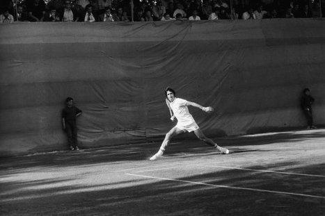 Советский теннисист, заслуженный мастер спорта СССР Александр Метревели. Матч на Кубок Дэвиса, СССР - Румыния, 1972 год.