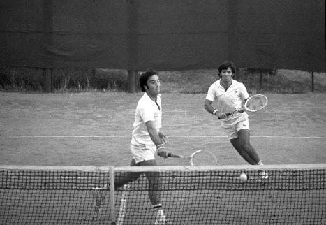 Чемпионы СССР 1974 года по теннису в парном разряде Александр Метревели (слева) и Теймураз Какулия. 1975 г.