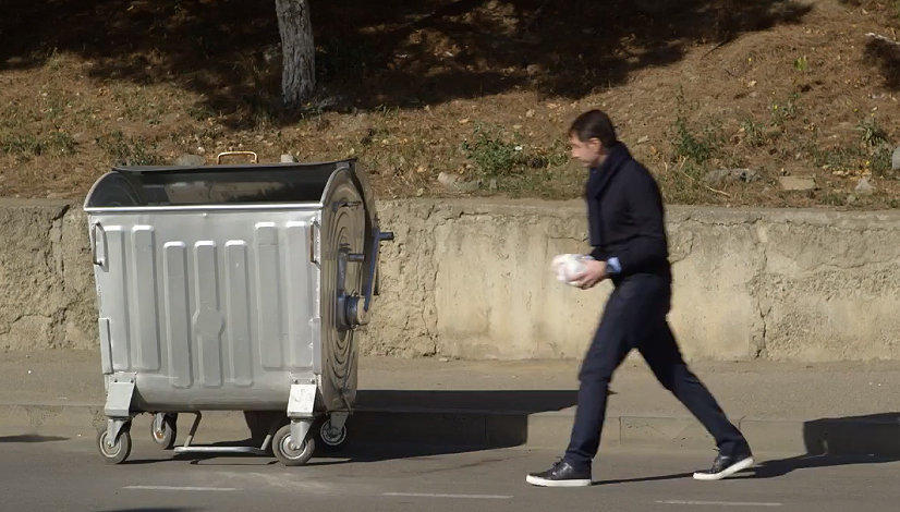 уборка улиц мусорный бак