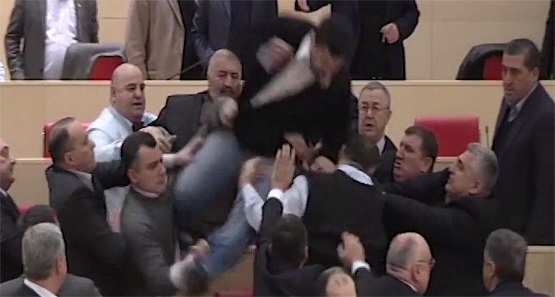 драка в парламенте