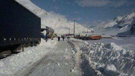 Казбеги горы снег зима снегопад