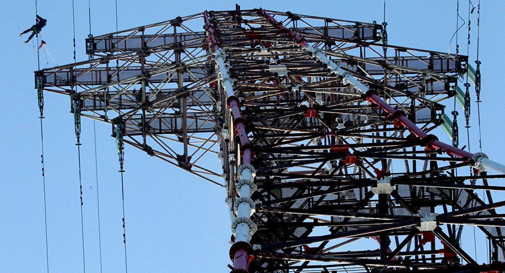 Ремонт линии электропередач с материка на остров Русский в Приморском крае