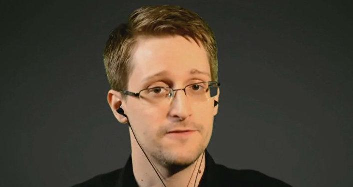 Бывший сотрудник американских спецслужб Эдвард Сноуден