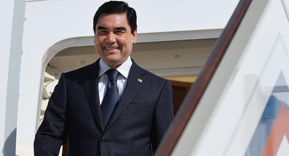 Руководитель Туркмении свнуками написал новейшую песню