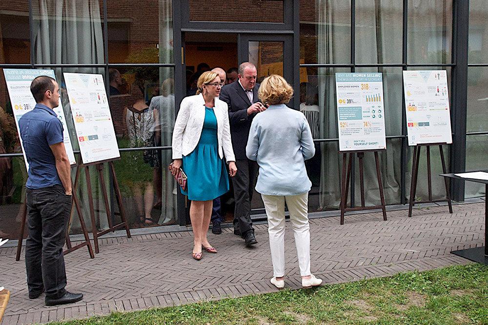 После завершения церемонии гости могли пообщаться в неформальной обстановке. На территории, где проходила встреча, были установлены баннеры с информацией о положении женщин в Грузии.