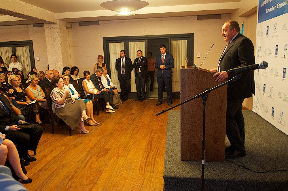 Я неоднократно поддерживал шаги, направленные на усиление роли женщин в грузинском обществе и в грузинской политике, и на защиту их прав. Нельзя иметь ту катастрофическую статистику насилия в отношении женщин, которая была зафиксирована в стране за 2014 год, — заявил на церемонии президент Грузии.