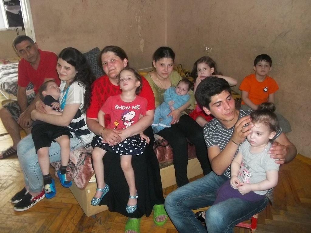 Семья,  в которой растёт 9 детей