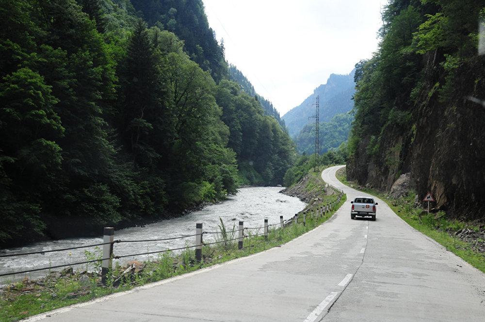 Протяженность трассы Зугдиди-Местия составляет 138 километров.